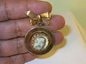 "Ruby Lane - ""Martin Luther King Photo "" & "" I Had a Dream"" Vintage Brooch"
