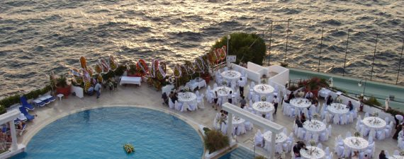How to Keep a Destination Wedding From Breaking Your Budget