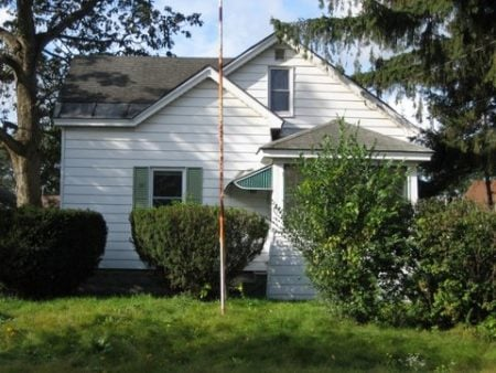 Glenn and Amber Schworm's first real estate investment, before renovation. Photo courtesy of Glenn and Amber Schworm.
