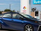 Toyota_Mirai_at_fueling_station