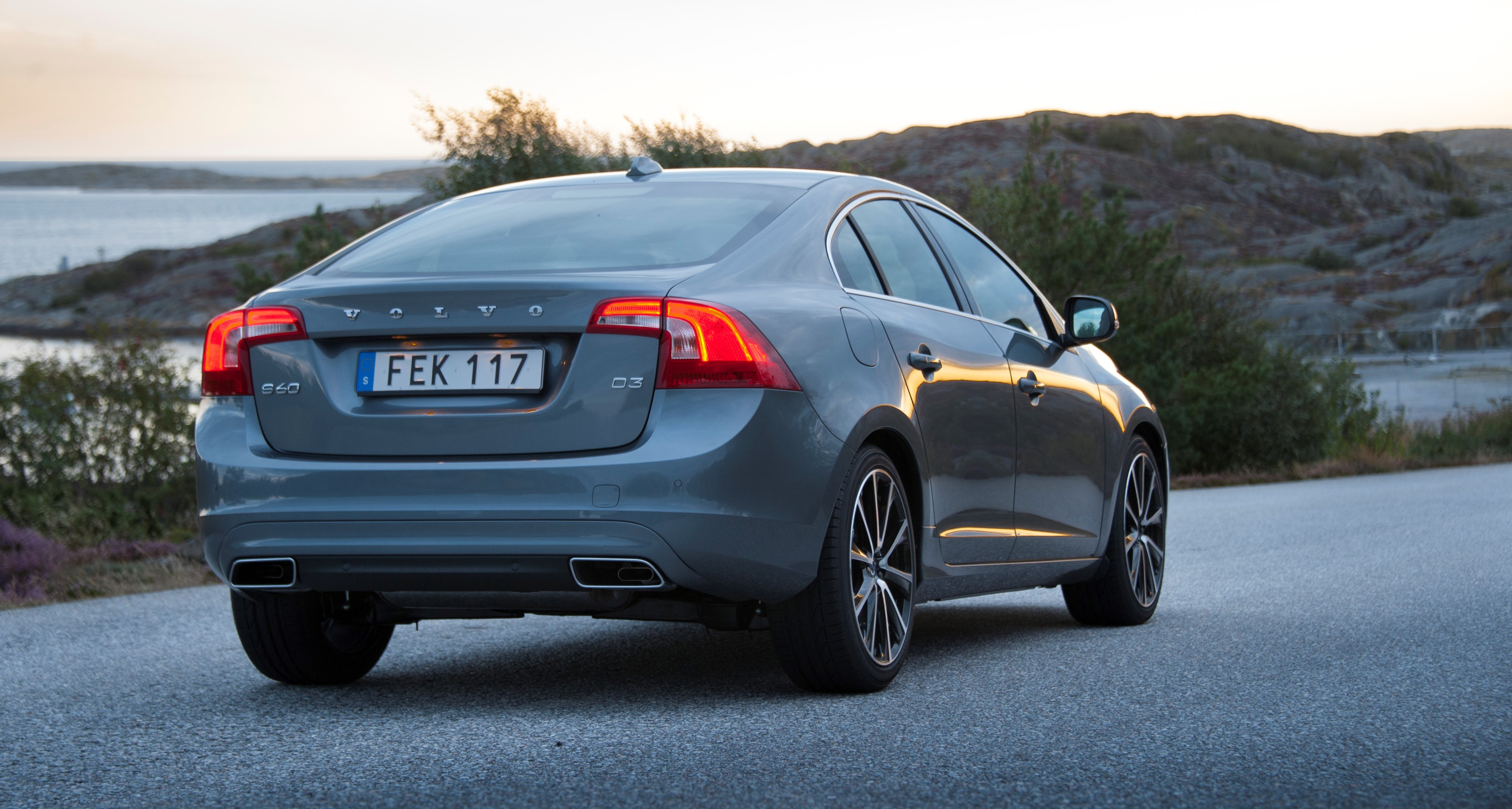 2017 Volvo S60 AWD Review: Comfort, Safety, Performance - NerdWallet