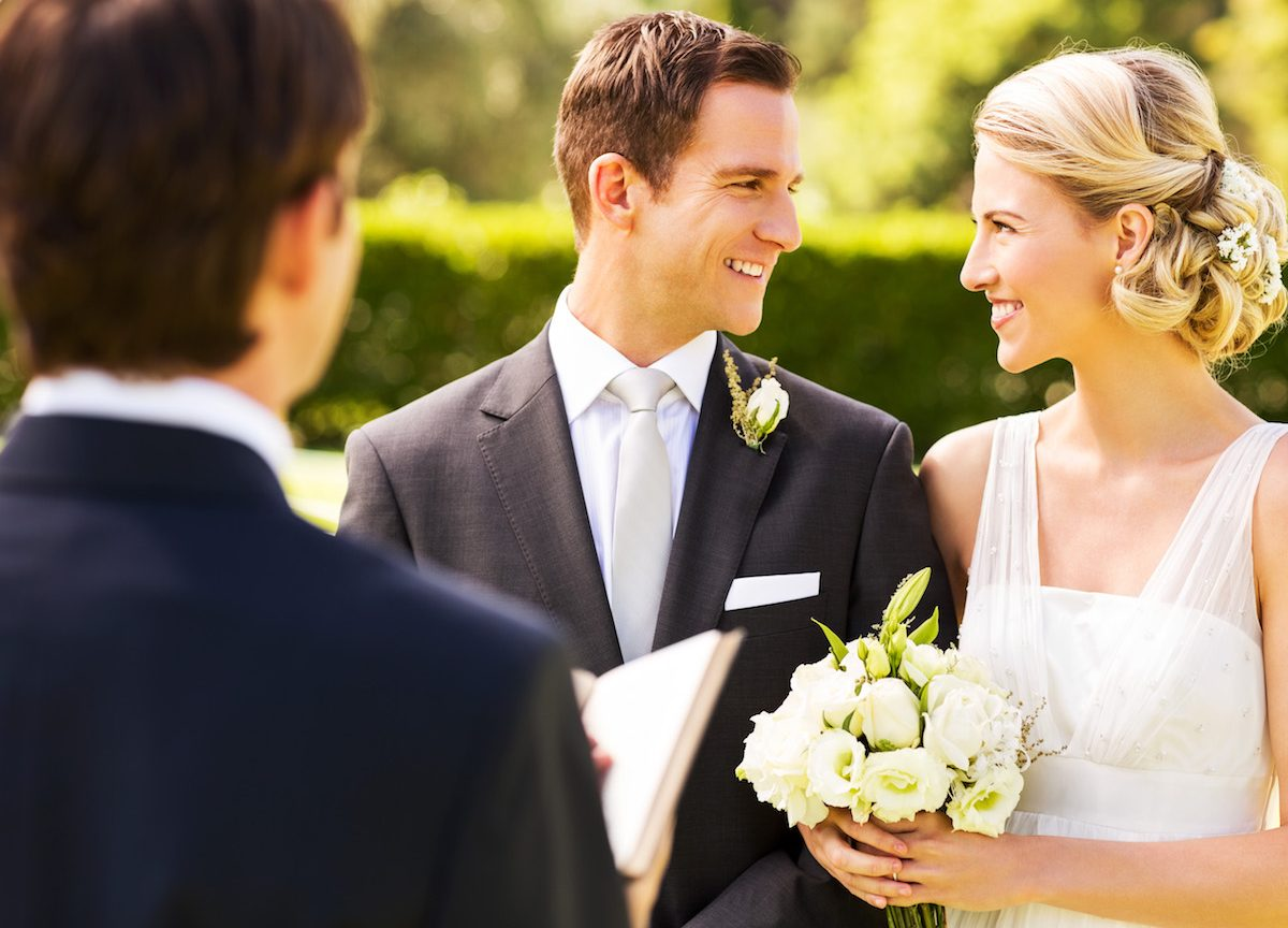 5 Steps to Officiating a Friend's Wedding