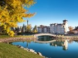 Hotels to see the fall leaves