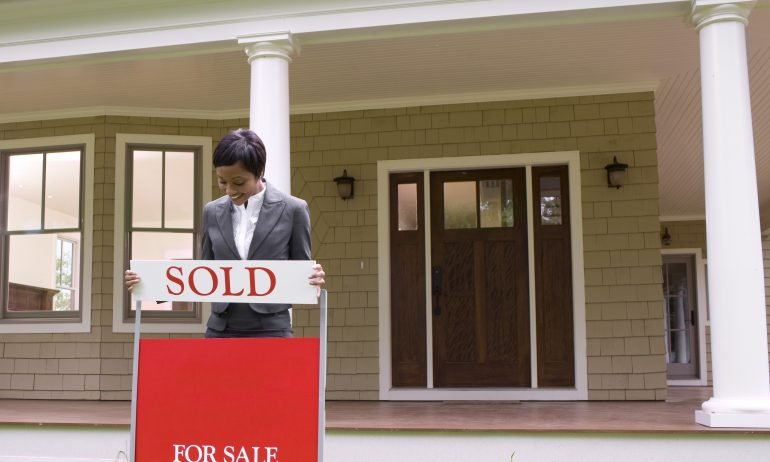 How Much Does It Cost to Sell a House? - NerdWallet