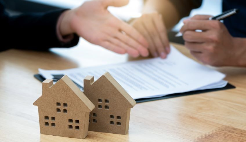 What to know about mortgage lenders before you buy a new home